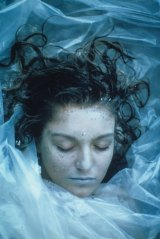 Sheryl Lee as <i>Twin Peaks</i>' Laura Palmer, wrapped in plastic.