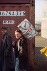Picketers at Swanson Dock, Melbourne. April 18, 1998.