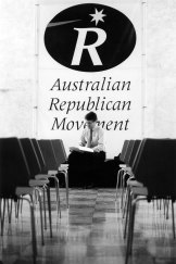 In October 1994, the chairman of the Australian Republican Movement, Malcolm Turnbull, prepared for a presentation under the republican logo in Canberra.