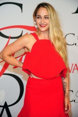 Jemima Kirke flashed her armpit hair in a sleeveless dress at the CFDA Awards.