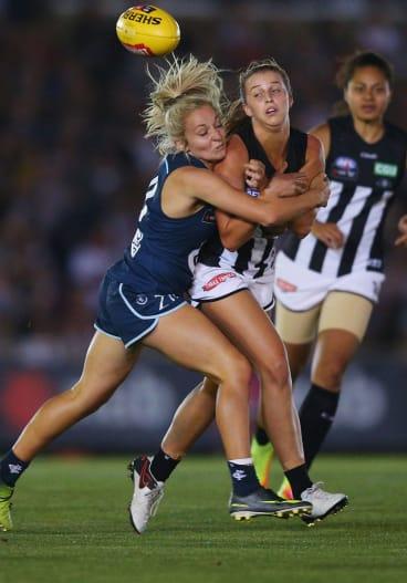 Sarah Hosking lays a tackle.