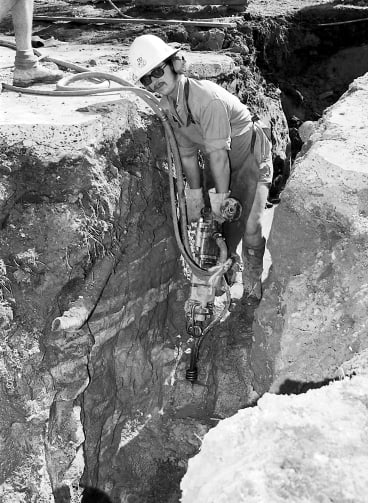 Leonid Kulikowsky at work as a labourer for the Water Board at Davidson in Sydney's north in October 1978.