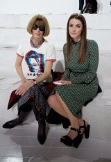 Editor-in-chief of US Vogue, Anna Wintour and Bee Shaffer attend the Marc Jacobs Fall 2016 fashion show during New York Fashion Week.