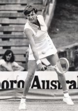 Margaret Court in action against Sue Mappin of Great Britain in 1974.