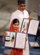 Malala Yousafzai and Kailash Satyarthi with their Nobel peace prizes.