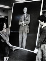 The disliked portrait being moved by National Gallery staffers Sara Kelly and Tim Fisher in 1985.