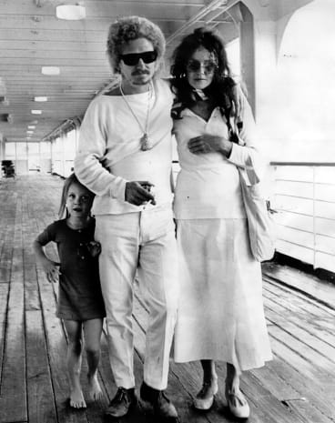 Artist Brett Whiteley arrives back in Sydney,with wife Wendy Whiteley and daughter Arkie Whiteley, aged 4.