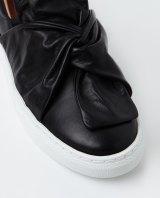 The Wittner Oporto sneaker in black.