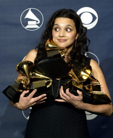 Norah Jones in 2003 with the five Grammy awards she won that year.