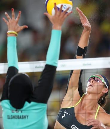 Germany's Kira Walkenhorst faces off against Egypt's Doaa Elghobashy.