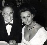 La favorita: Carlo Ponti and Sophia Loren at the Americana Hotel in New York, 1965.
