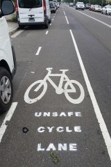 """The """"unsafe cycle lane"""" message on Doncaster Avenue in Kingsford. BIKESydney president David Borella says he is unsure who is responsible."""