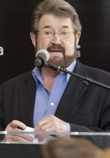 Derryn Hinch has threatened legal action over the major parties' moves.