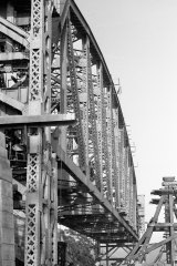Construction of the Hawkesbury River bridge on 7 September 1944.