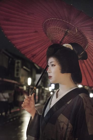 From 'The Flower and Willow World' series. Emerging fine art photographer?Kellie Leczinska, who was the 2012 winner of Clique's annual competition Shoot the Chef, has gone on to produce a body of work documenting?geishas of Kyoto, on exhibition now at Contact Sheet, Sydney. AUGUST 2015.