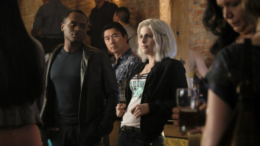 Pictured (L-R): Malcolm Goodwin as Clive and Rose McIver as Liv in iZombie, season 4.