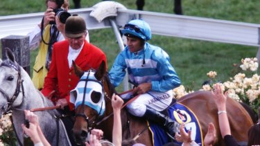 No fuss: John Marshall returns on Rogan Josh  after winning the 1999 Melbourne Cup.