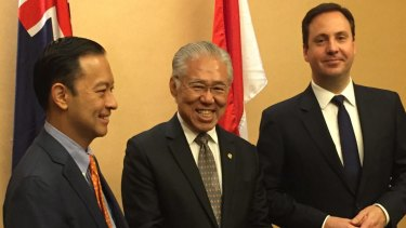 Former trade minister Steve Ciobo (right) meets with former former Indonesian trade minister Thomas Lembong (left) and current Indonesian Trade Minister Enggartiasto Lukita.