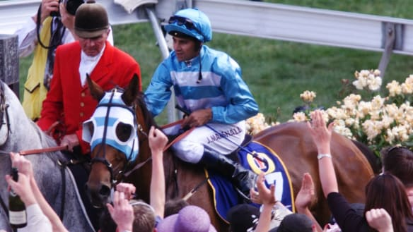 Melbourne Cup-winning jockey John Marshall dies