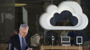 Apple plans to unify its separate internet services to compete with rival tech giants in cloud computing.