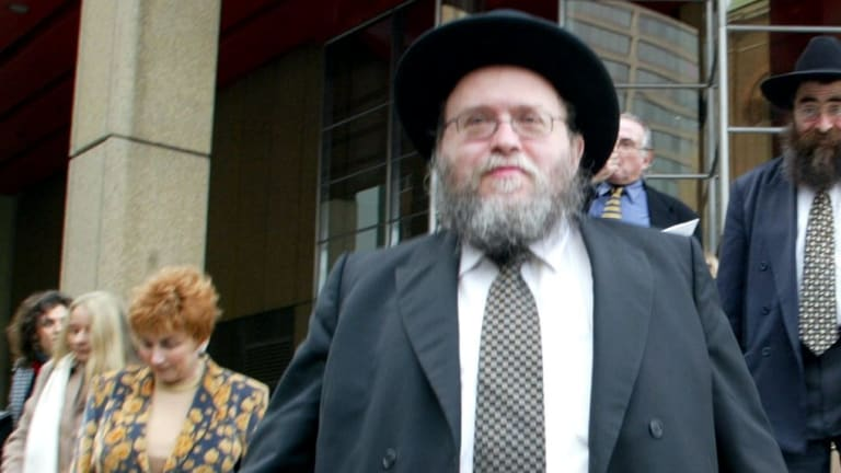 Rabbi Pinchus Feldman centre leaves the Supreme Court in Sydney accompanied by his wife Pnina left on Tuesday 8 July 2003. SMH News Photo by Andrew Meares asm. SPECIALX 222