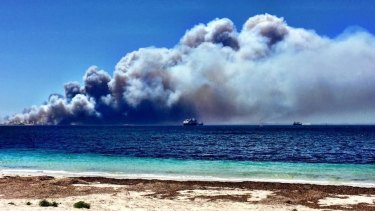 Bushfires have hit Victoria's coastal holiday centres at their busiest time of year.