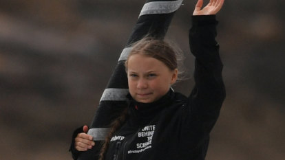 Greta Thunberg sets sail for New York