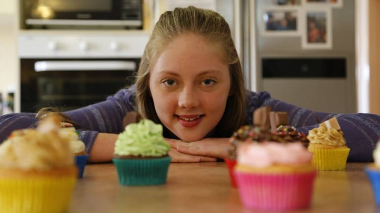 Jerrabomberra teenager Jade Esler has started a cupcake business to help fund her dream to become a pilot.