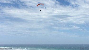 Paraglider dies in Surf Coast crash