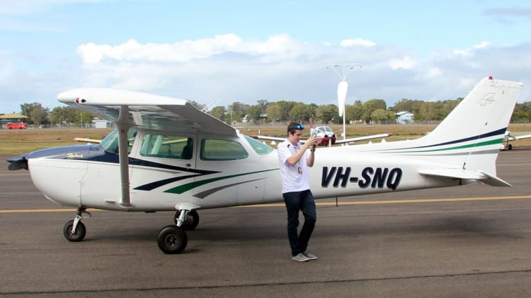 Sunshine Coast teen Lachlan Smart wants to become the youngest person to fly solo around the world.