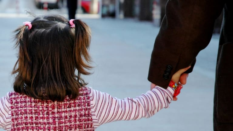 Poor relationships between fathers and their daughters can be a trigger for girls developing body image issues, research suggests.