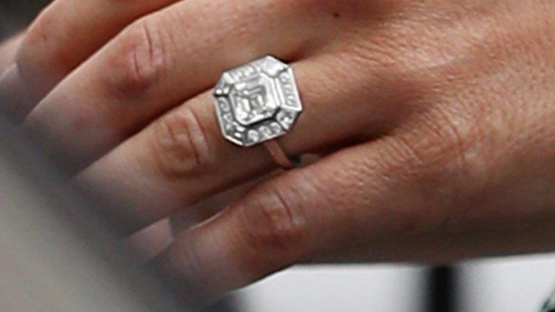 Kate Middleton Wedding Ring.Kate Middleton V Pippa Middleton An Engagement Ring Analysis