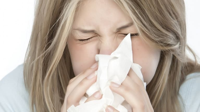 Melbourne has experienced its first high pollen day of 2015, but fortunately this year's hay fever season is expected to be mild.