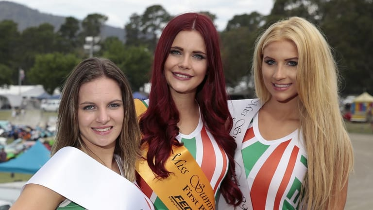 Miss Summernats 2016 winner, Amaroo university student Amanda Beattie, centre, with third place Kali Shaw, left, and second place Jazmyne Wardell, right.