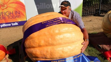 Farmer steals the EKKA show with 261kg pumpkin