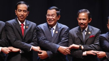 Cambodian Prime Minister Hun Sen (centre) recently told Cambodia's parliament that the mining is needed to facilitate navigation, reduce flooding and decrease river bank collapses.