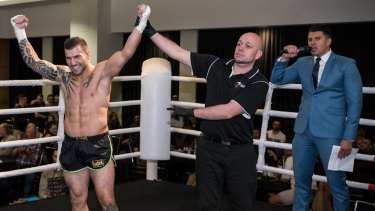 Steve Moxon wins kickboxing world championship with stunning