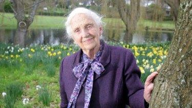 Dame Elisabeth Murdoch at Cruden Farm in 1999.