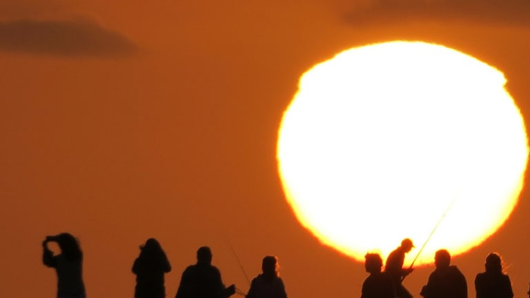 Melbourne is set for a hot summer of warmer than average days and nights.