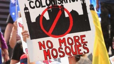 Anti-mosque protestors in Bendigo on October 10, 2015.