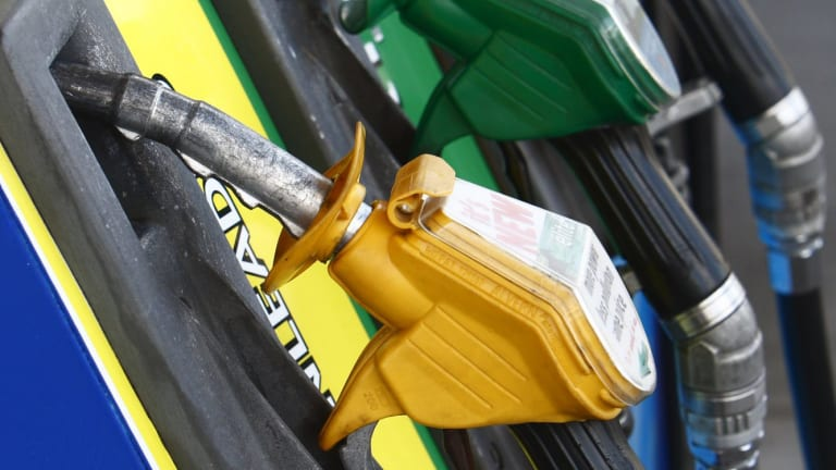 Gasbuddy lets motorists report petrol prices to each other in real-time.