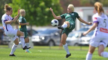 Canberra United veteran Catherine Brown has choosen W-League over AFWL in the wake of a new pay deal.