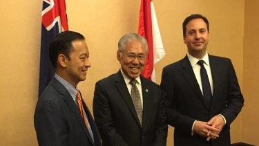 Australian Trade Minister Steve Ciobo (right) meets with former former Indonesian trade minister Thomas Lembong (left) and new Indonesian Trade Minister Enggartiasto Lukita (centre).