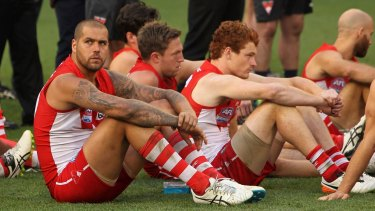 The Sydney Swans look dejected following the 2016 AFL Grand Final match.