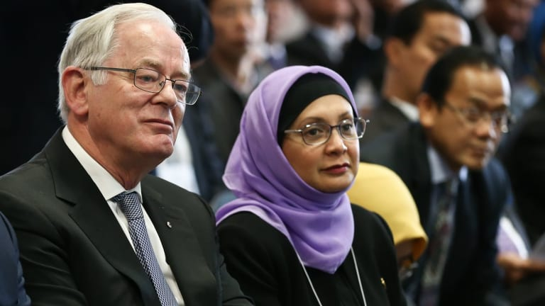Former trade minister Andrew Robb sits next to the Indonesian embassy's deputy chief of mission, Kusuma Habir, at the Indonesia Business Summit in Canberra last year.