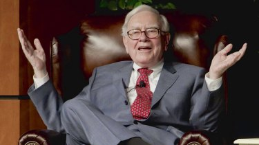 Many of the traits that make Warren Buffett a successful investor come naturally to women, a new book argues.