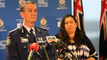 NSW Police Commissioner Andrew Scipione says Tori Johnson showed his wife and daughter around Lindt cafe just before siege.