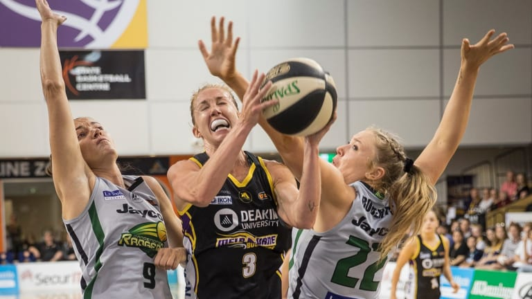 Boomer Brittany Smart breaks through the Dandenong defence.