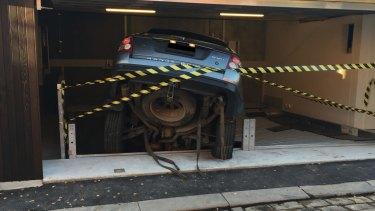 The stricken Range Rover in the Shmith's garage.
