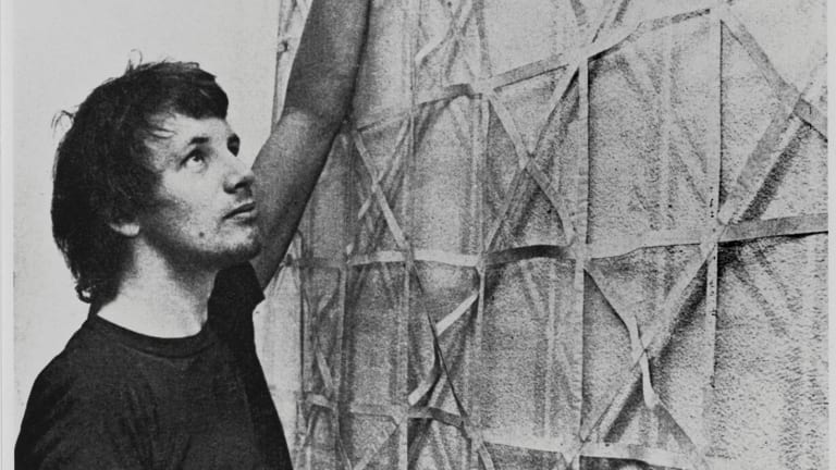 Robert Hunter installing Untitled, 1971, at the Lalit Kala Academy, New Delhi, in 1971. Courtesy Monash University Museum of Art.